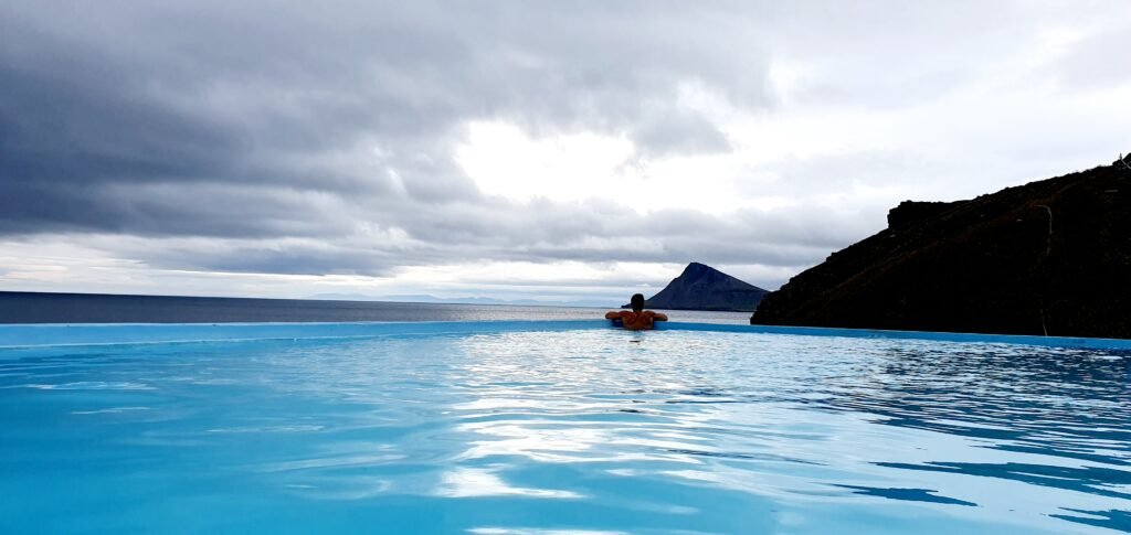 krossneslaug hot spring